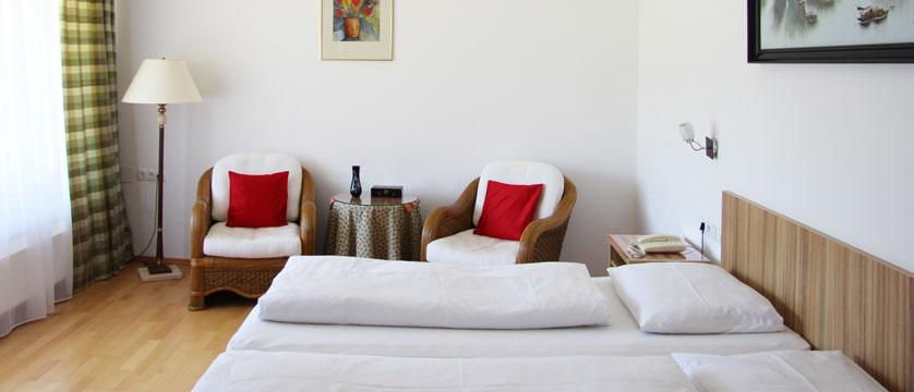 austria_filzmoos_hotel-alpenkrone_bedroom.jpg